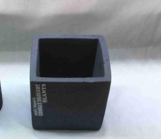 כלי אבן מרובע לעציץ אפור / שחור